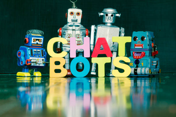 das wort chat bots mit rtro roboter auf einem holzfußboden 1 - converse taylor stock-fotos und bilder