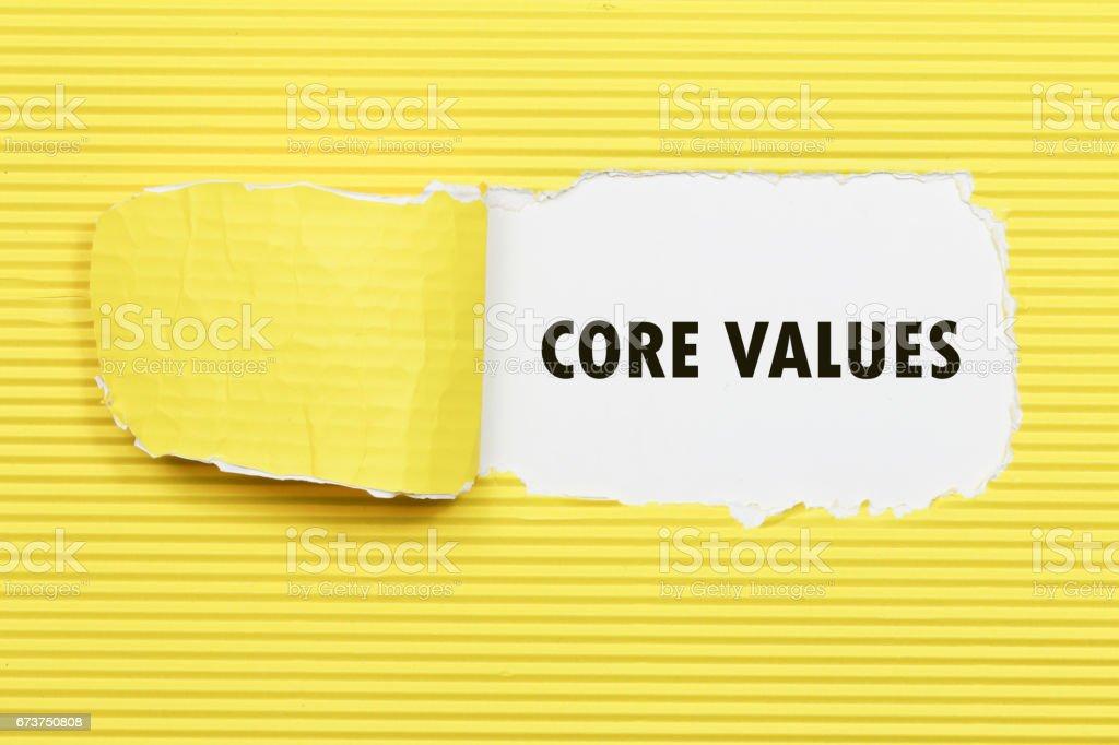 Yırtık kağıt görünen kelime temel değerler. royalty-free stock photo