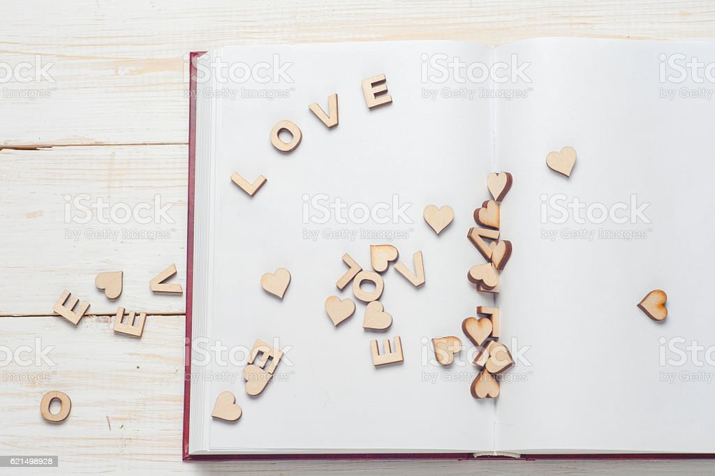 The word love, flowers on background of book photo libre de droits
