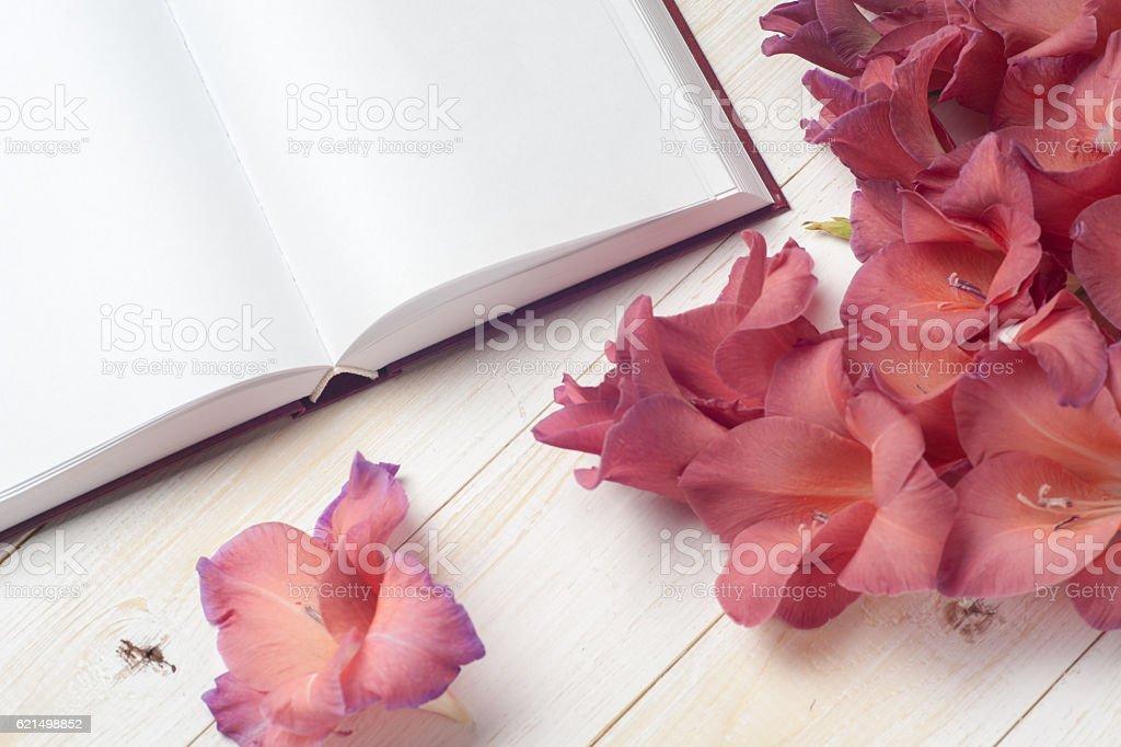 Das Wort Liebe auf einem Hintergrund von buchen Lizenzfreies stock-foto