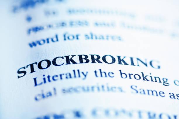"""la palabra """"stockbroking"""" definida en una enciclopedia - corredor de bolsa fotografías e imágenes de stock"""