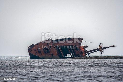 Vieux bateau qui a sombré a Port Cartier au Canada