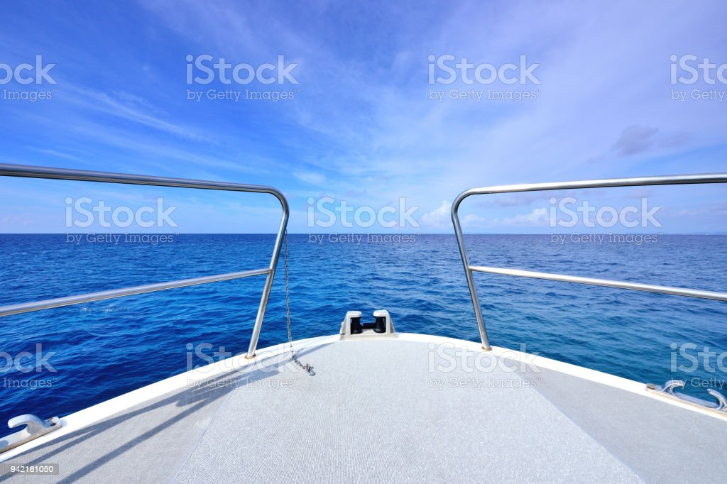 The Yacht Sailing at Sea - foto stock