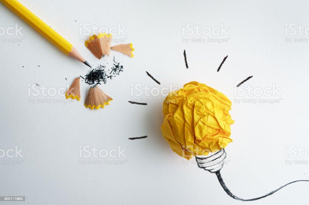 Der Gelbe Bleistift Mit Gelben Zerknittertes Papier Ball Und