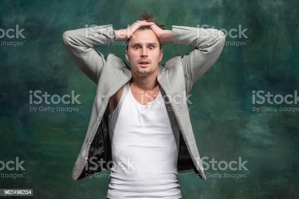 Foto de O Jovem Atraente Olhar Surpreso e mais fotos de stock de Adulto
