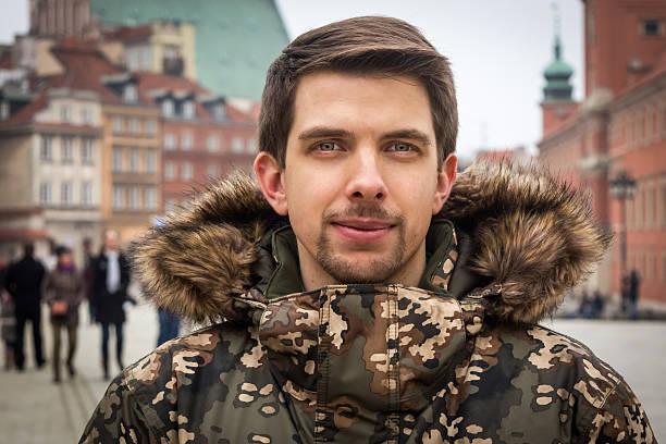 Młody człowiek z Warszawy (Polska) w Zimą Kurtka – zdjęcie