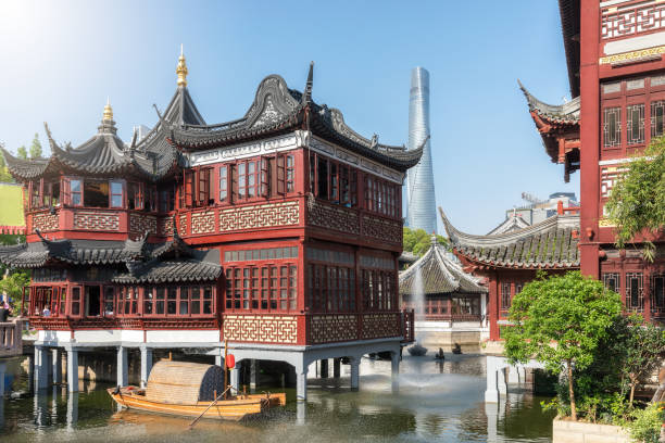 The Yu Yuan district, the old town of Shanghai, on a sunny day, China The Yu Yuan district, the old town of Shanghai, on a sunny day, China shanghai stock pictures, royalty-free photos & images