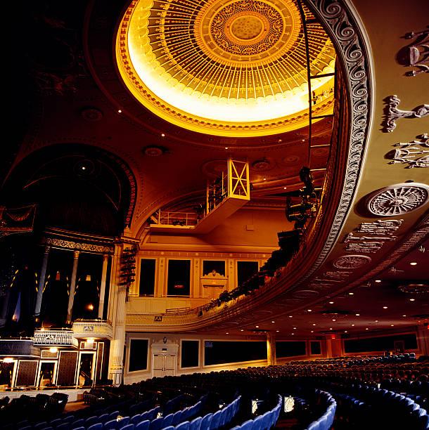 theater balkon und sitzbereich - stage musical stock-fotos und bilder