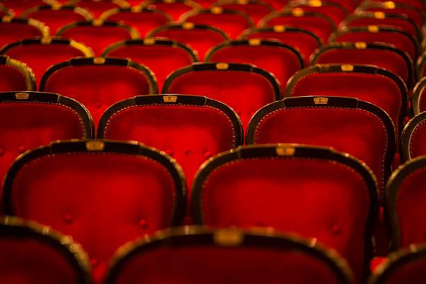 theater-stühlen - stage musical stock-fotos und bilder
