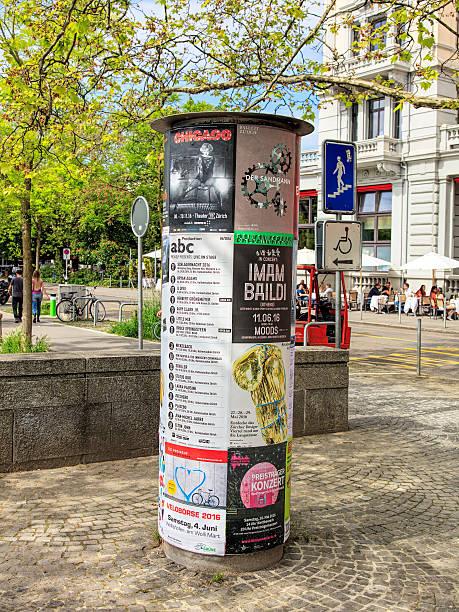 theater-plakaten in zürich, schweiz - sandmann stock-fotos und bilder