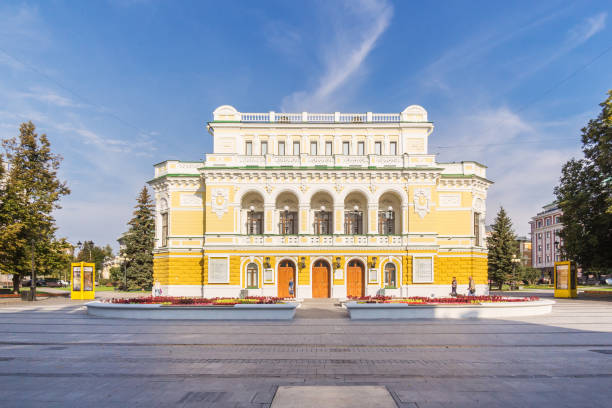 Cтоковое фото Theater Square and Drama Theater in Nizhny Novgorod on a sunny morning