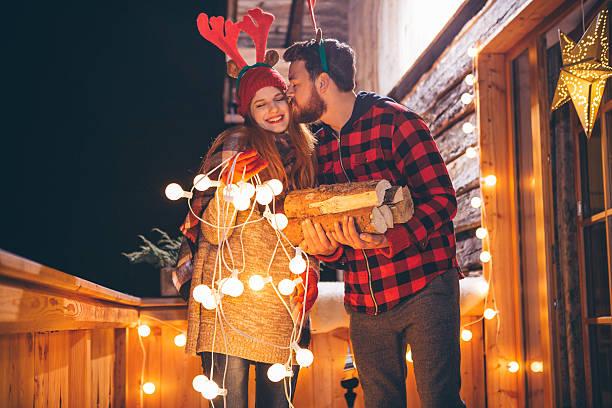 ihre liebe den winter kälte wärmt - vorbau dekor stock-fotos und bilder