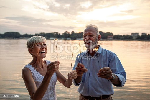 istock Their love will keep on sparkling 991413856