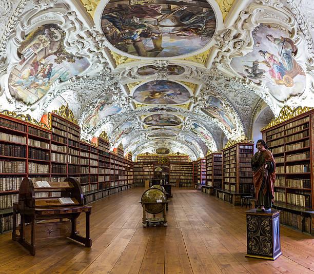 theologiac hall of a ancient baroque library in prague - praga boémia - fotografias e filmes do acervo
