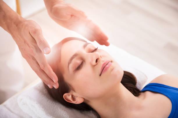 Therapist performing reiki healing treatment on woman picture id975131512?b=1&k=6&m=975131512&s=612x612&w=0&h=j e4i0z9a4asiu3czecthstu6uegrmm081qspsowz9o=