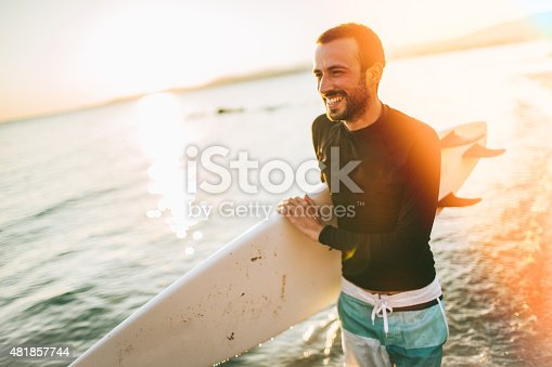 istock There is a good wave! 481857744