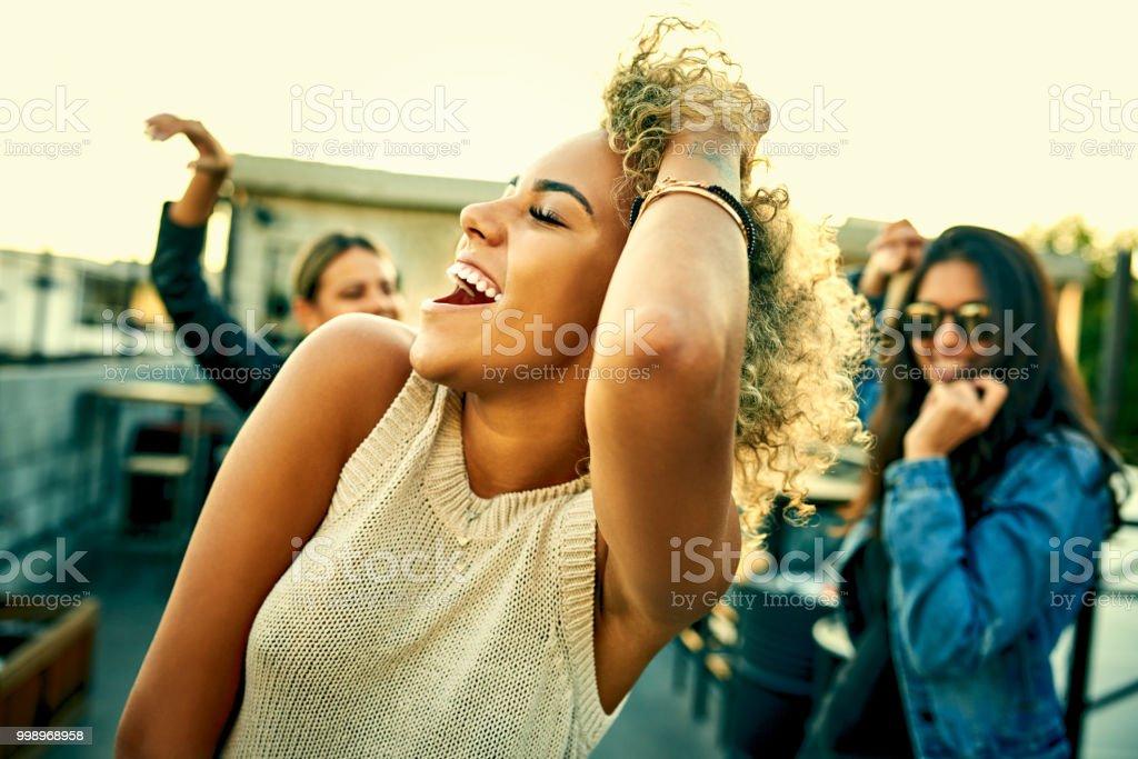 Há sempre aquela música que fica todo mundo dançando - foto de acervo