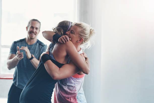 es gibt keinen sieg ohne kampf! - fitness herausforderung stock-fotos und bilder