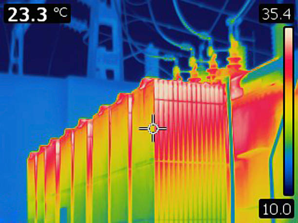 thermal image of electrical transformer - hoogspanningstransformator stockfoto's en -beelden