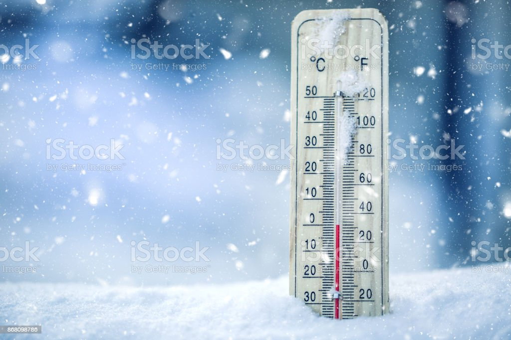 Thermometer on snow shows low temperatures - zero. Low temperatures in degrees Celsius and fahrenheit. Cold winter weather - zero celsius thirty two farenheit – zdjęcie
