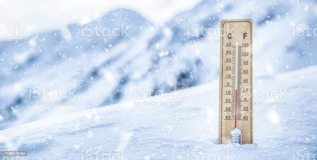 Vpcjlu75a16rfm Termómetro frío, menos temperatura en invierno frío puede ser utilizada para propósitos personales y comerciales, de acuerdo con las condiciones de la licencia sin royalties. marianvejcik