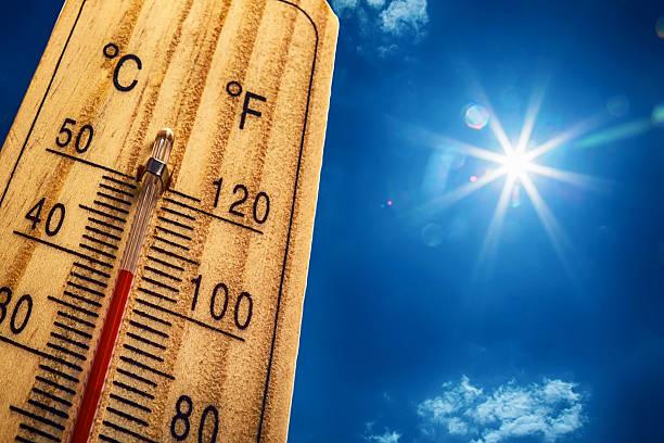 thermometer sun 40 degres. hot summer day. high summer temperatures - feber bildbanksfoton och bilder