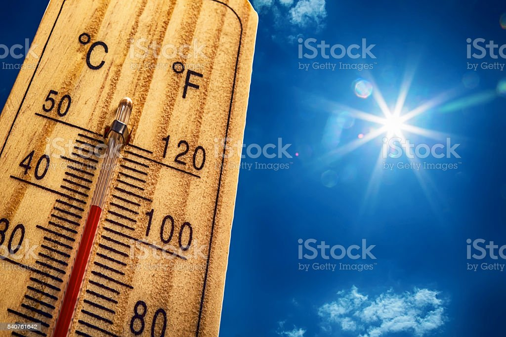 Thermometer Sun 40 Degres. Hot summer day. High Summer temperatures - foto de stock
