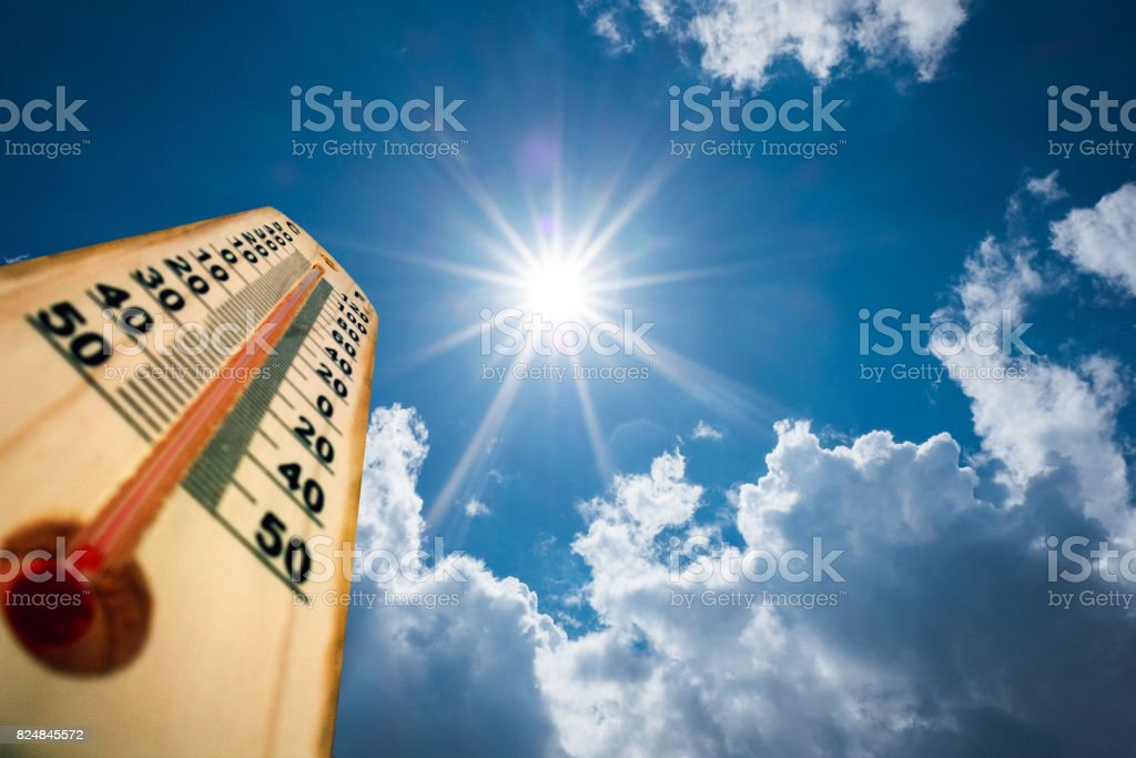 Thermometer Sun high Degres. Hot summer day. High Summer temperatures - foto stock