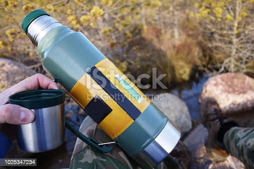 Thermos for hot and cold drinks with handle. With this thermos you can go Hiking, travel, taking coffee, tea or other drinks