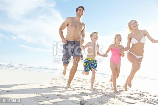 istock They found their happy at the beach 514028813