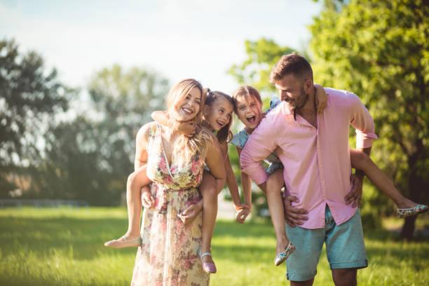 Sie haben den größten Spaß als Familie. – Foto