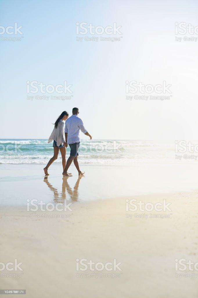 Sie sagen niemals nein zu einem Spaziergang am Meer – Foto