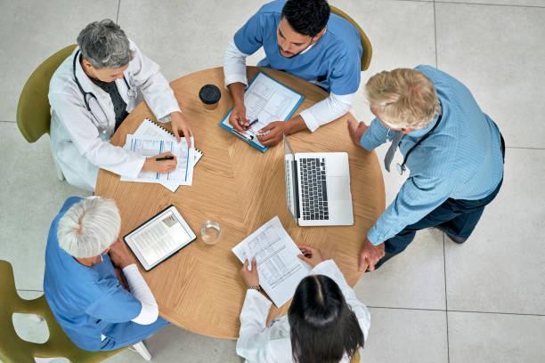 Sie verfolgen einen multidisziplinären Ansatz im Gesundheitswesen – Foto
