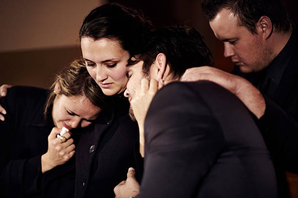 they will get through this together - funeral crying stockfoto's en -beelden