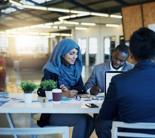 they're always looking for new ways to make business better - hijab foto e immagini stock