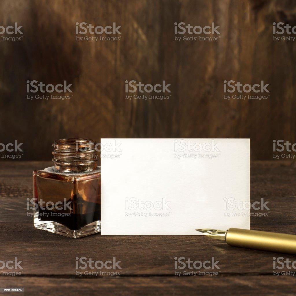 Dicke Pappe Visitenkarte Mit Tinte Und Feder Stockfoto Und