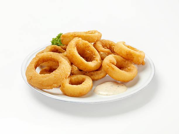spessore di anelli di cipolla con dip - fritto foto e immagini stock