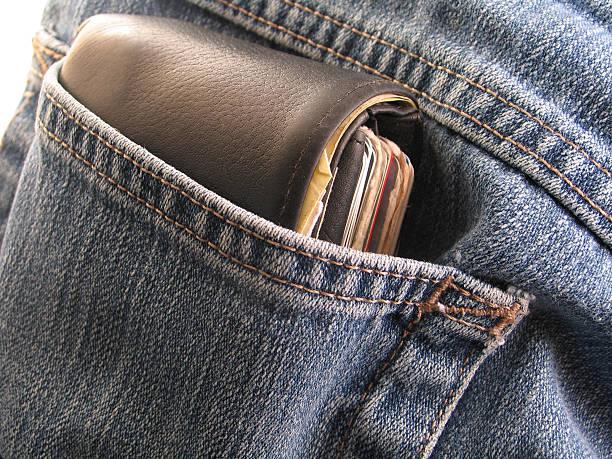Espessura de bolso de couro no bolso - foto de acervo
