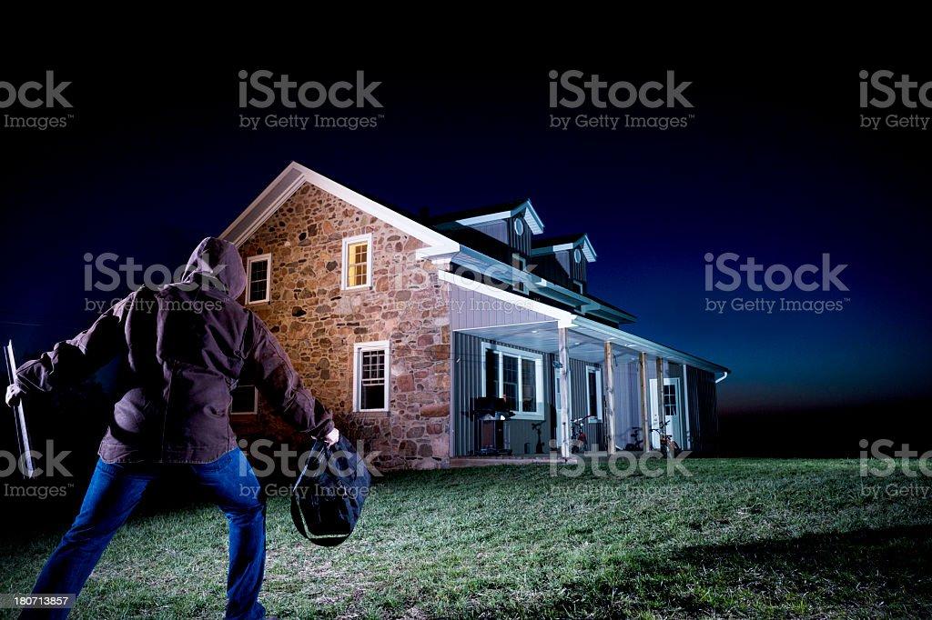 Esterno Di Una Casa : Ladro esterno di una casa di notte fotografie stock e altre