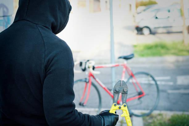 Dieb stiehlt eine Fahrrad in der Stadt Straße – Foto