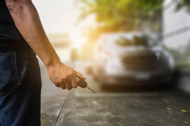 Diebe stehlen Autos. Städtischen Spionage-problem – Foto