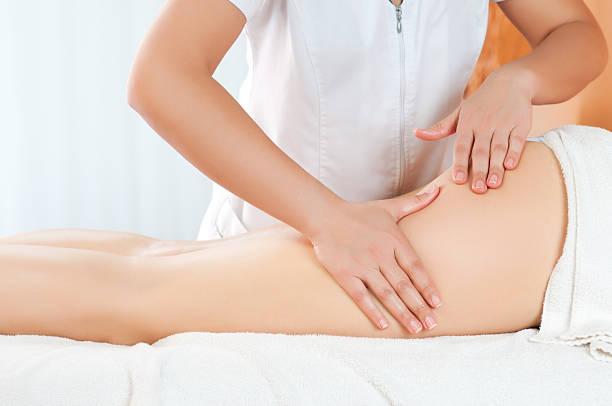 Muslos de masajes - foto de stock