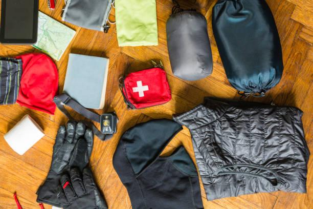 Dinge, die für eine Wanderung und Übernachtung in einer Berghütte zu packen. – Foto