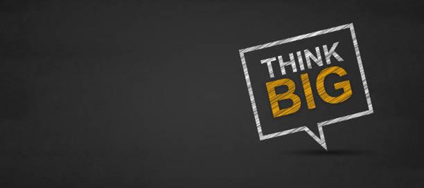 think big und sprechblase auf einer tafel. - bedeutungsvolle zitate stock-fotos und bilder