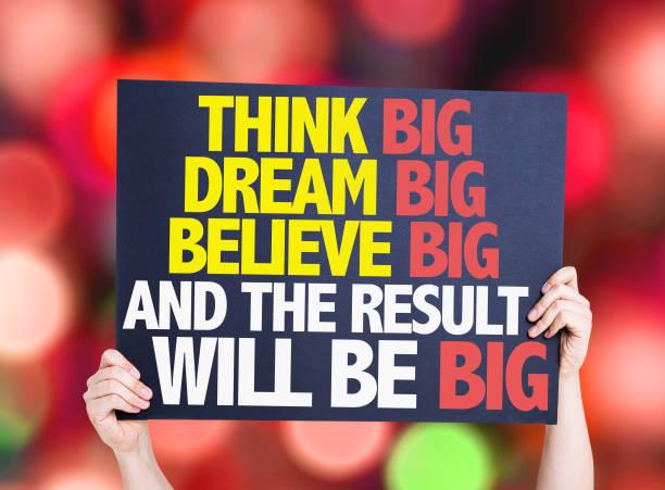denken sie, dass große große träume glauben groß und das ergebnis wird groß sein - mentor zitate stock-fotos und bilder