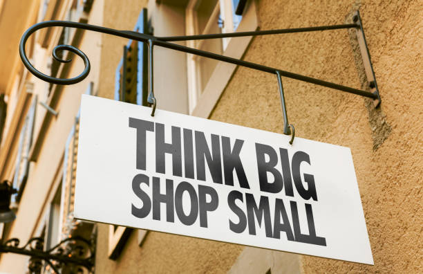 think big shop small sign - маленький стоковые фото и изображения