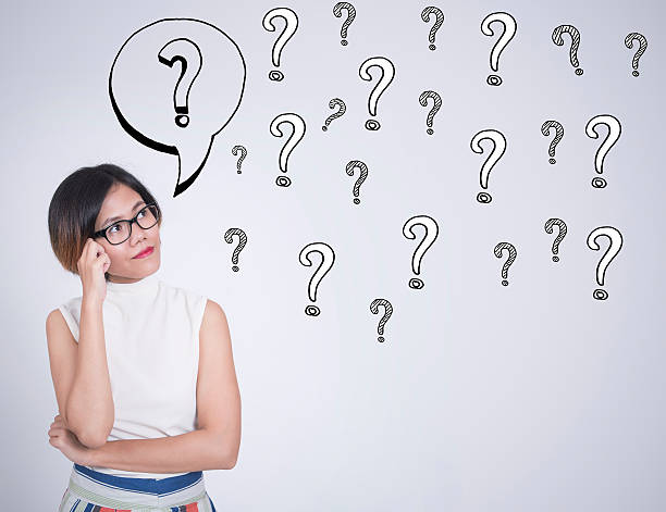 thinking business women with question mark on wall background – Foto