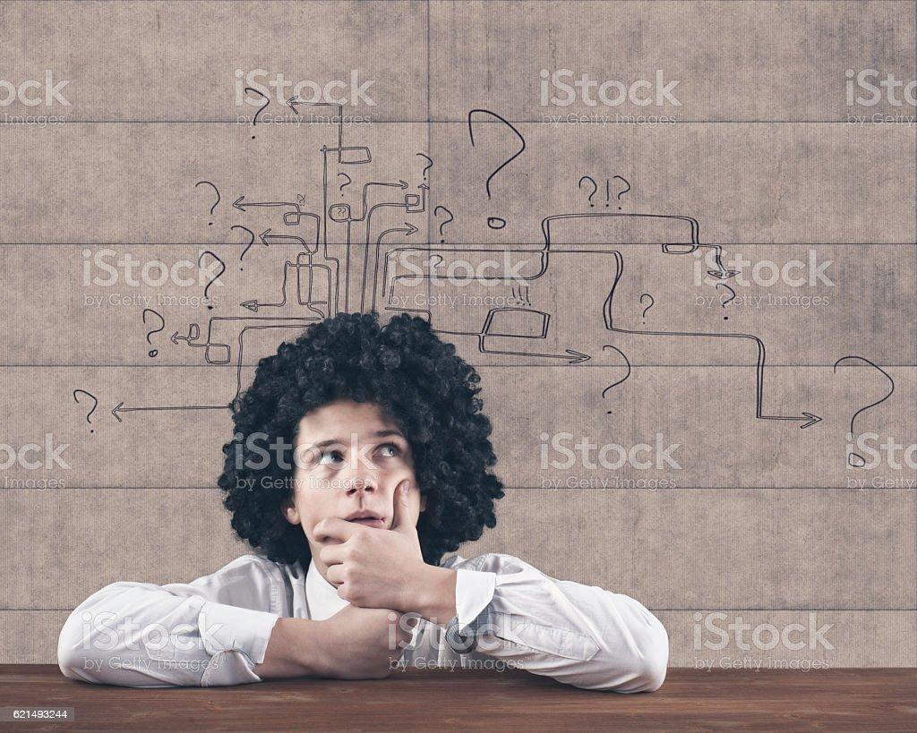 Uomo di pensiero con punto interrogativo foto stock royalty-free