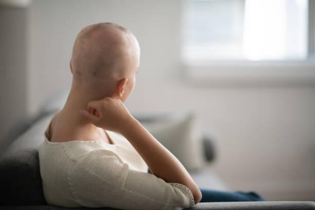 frau denken - chemotherapie stock-fotos und bilder