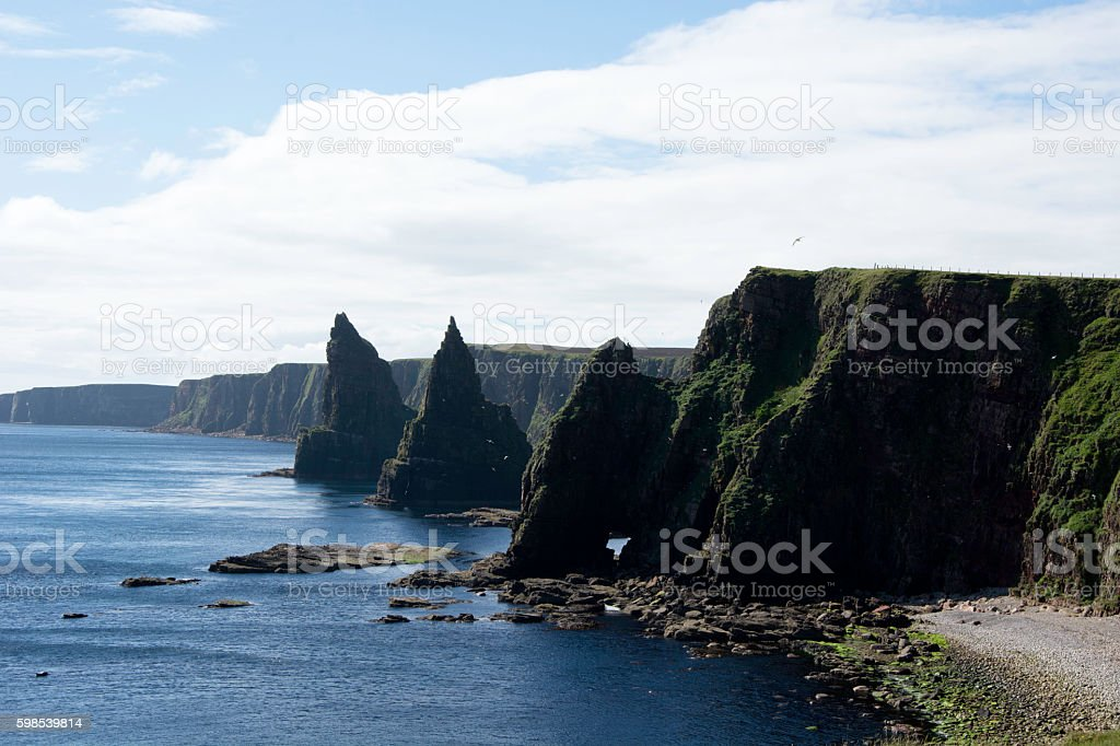 Thirle Door and Duncansby Stacks photo libre de droits